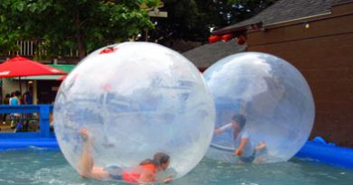 Water Ball na piscina para crianças