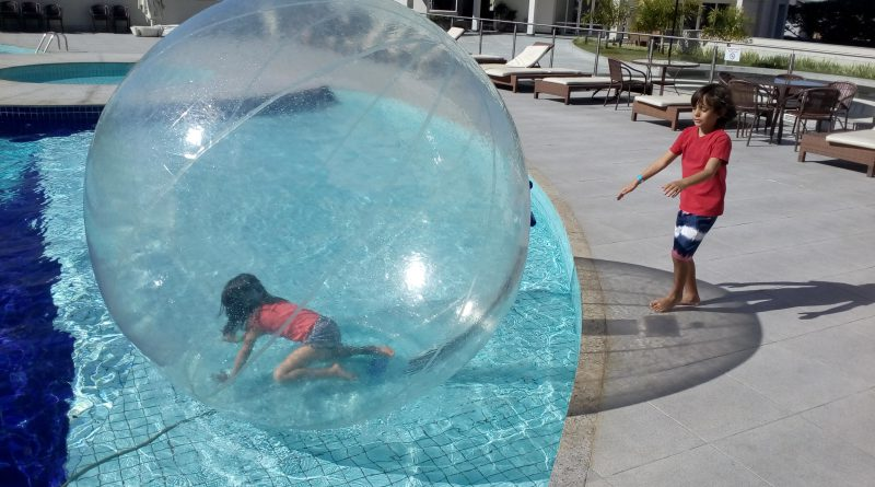Water Ball Bolha maluca na piscina em BH